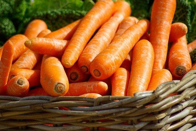 https://pixabay.com/id/photos/wortel-keranjang-sayur-sayuran-673184/