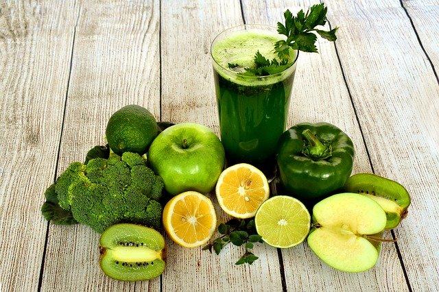 https://pixabay.com/id/photos/smoothie-jus-minum-makanan-3697014/