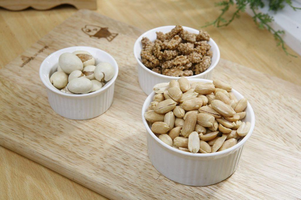 https://pixabay.com/id/photos/kacang-camilan-makanan-kacang-tanah-388785/